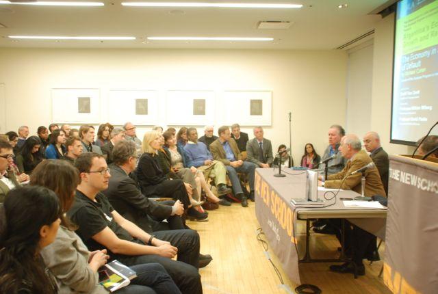 Michael Cohen presenta su nuevo libro ante una concurrida audiencia en The New School