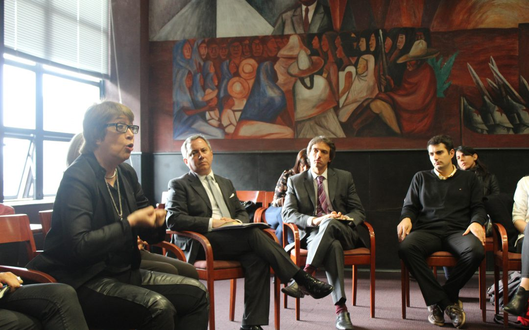 Argentine Minister of Culture, talks with students